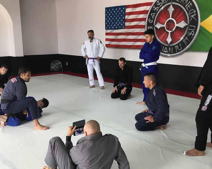 Cassio instructing students.